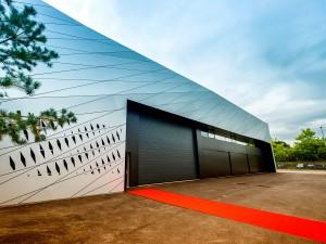 Auch von außen ist das Produktionsgebäude eine echte Augenweide.