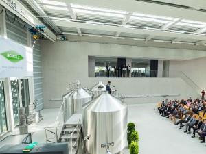 Die neue Halle war mit über 150 Ehrengästen aus ganz Bayern gut gefüllt.