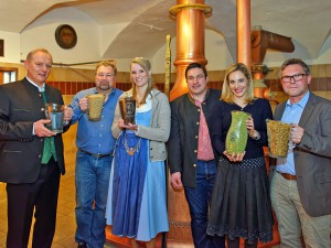 Fränkisches Ur-Bier rekonstruiert - Bierkönigin und Beer Star Gewinner brauen Bier-Rezept von 1516