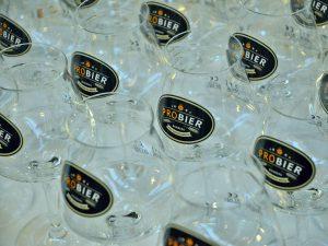 """Eigens produzierte """"proBier""""-Gläser zur Bierverkostung."""