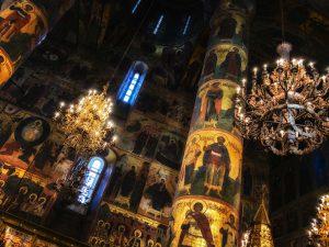 In den russischen Kathedralen ist jeder Quadratzentimeter bemalt.