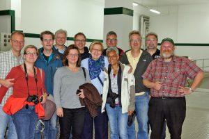 Biersommelier Markus Raupach und seine Teilnehmer der BierkennerTour Spezial in der Herrnbräu in Ingolstadt.