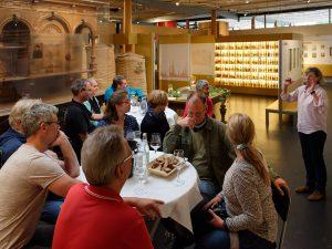 Die Teilnehmer bei der Bierverkostung im Deutschen Hopfenmuseum.