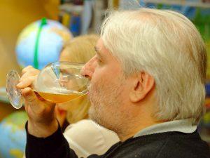 Das Publikum genießt die Vielfalt des Bieres.