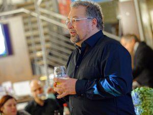 Biersommelier und Bestseller-Autor Markus Raupach bei seiner Bier-Genuss-Lesung im Hübscher Bamberg.
