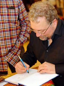 Autogrammstunde mit Biersommelier Markus Raupach.